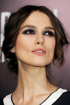 night blue eye make up for brown eyes! I am not really a fan of Keira, but here she looks stunning.