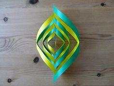 ちょっと早いですが七夕の飾りの参考になれば。 これはオリジナルではなくて、教えてもらったものです。 両面折り紙を使うと綺麗です。 折り紙を三角に折り、 そのままもう一度折ります。 紙の向きを写真と同じにしてください。 三角の底辺に平行になる...
