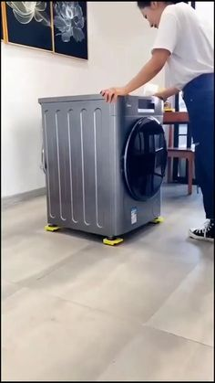Furniture Movers, Diy Furniture, Furniture Design, Simple Life Hacks, Useful Life Hacks, House Cleaning Tips, Diy Cleaning Products, Bathroom Design Luxury, Home Interior Design