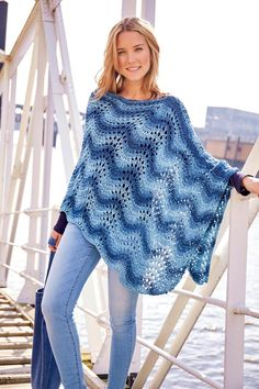 Knitted summer poncho in peacock pattern - free knitting instructions Knitted summer poncho in peacock pattern - free knitting instructions Always aspired to learn to knit, yet undecided whe. Poncho Au Crochet, Crochet Diy, Crochet Cardigan Pattern, Knitting Patterns Free, Free Knitting, Free Pattern, Crochet Patterns, Knitting Stitches, Crochet Clothes