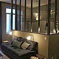 Ambiance chaleureuse et intimiste pour ce petit appartement de 35m²! Teintes profondes allant du gris au bleu encre,linge de maison de... Decor, Furniture, Room, Home, Small Apartments, Deco, Room Divider, Divider, Small