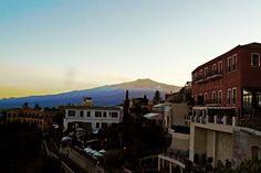 """Taormina (ME) - Il vulcano più grande d'Europa visto da una delle piazze della """"perla jonica""""   da Lorenzo Sturiale"""