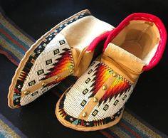 Beautiful Beaded Moccasins Handmade By John Murie Native American Moccasins, Native American Regalia, Native American Clothing, Native American Beadwork, Native Beading Patterns, Beadwork Designs, Native Beadwork, Indian Beadwork, Beaded Moccasins