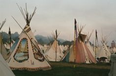 Boho Wedding / Guests camping out in Tipi Tents / Wedding Style Inspiration / LANE (instagram: the_lane)