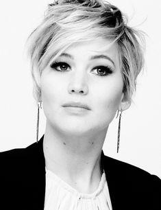 Jennifer Lawrence con su cabello corto. Una muy buena elección para su rostro.