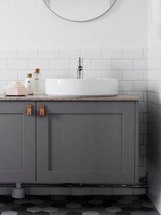60 Beautiful and elegant modern bathrooms - Photos - Home Fashion Trend Grey Bathrooms, White Bathroom, Beautiful Bathrooms, Small Bathroom, Master Bathroom, Bathroom Photos, Bathroom Goals, Bathroom Inspo, Bathroom Inspiration