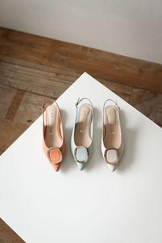 Shoes Flats Sandals, Sandals Outfit, Dress Shoes, Dance Shoes, Office Heels, Pretty Shoes, Sneaker Boots, Shoe Collection, Summer Shoes