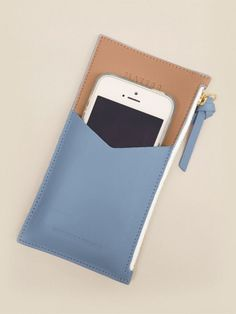 Best Leather Wallets For Women 2019 Best Leather Wallet, Leather Wallet Pattern, Iphone Leather Case, Diy Leather Projects, Leather Craft, Michael Kors Designer, Diy Wallet, Small Wallet, Clutch Wallet