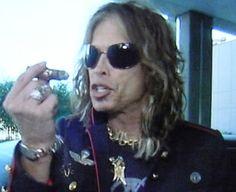 steven-tyler-cigar
