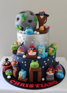 angry birds cake - Cake by Sue Ghabach Gorgeous Cakes, Pretty Cakes, Cute Cakes, Amazing Cakes, Bolo Angry Birds, Festa Angry Birds, Fondant Cakes, Cupcake Cakes, Decors Pate A Sucre