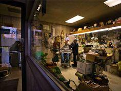 "Deluxe Barber Shop, Mandan, North Dakota (Rob Hammer photo from his 2014 book ""Barbershops of America"")"