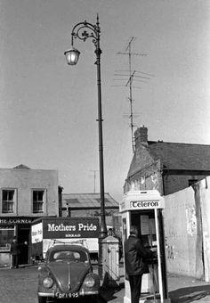 Smithfield, Dublin 1976. Dublin Street, Dublin City, Old Pictures, Old Photos, Images Of Ireland, Irish People, Irish Landscape, Castles In Ireland, Vw Beetles