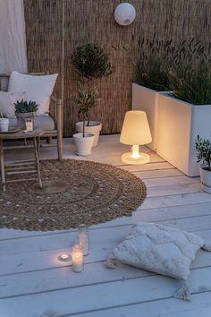 Living Room Decor Inspiration, Garden Inspiration, Ibiza Style Interior, Estilo Tropical, Outdoor Furniture Plans, Style Deco, Ibiza Fashion, Backyard Lighting, Beach Gardens