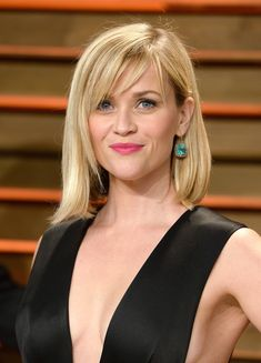 Reese Witherspoon wore her hair down in a mid-length bob with wispy bangs during the Vanity Fair Oscar party.