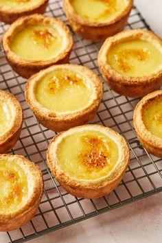 Portuguese Tarts are popular all over the world, and are also known as Pastel de Nata. Custard Cookies, Custard Desserts, Delicious Desserts, Yummy Food, Portuguese Custard Tart Recipe, Portuguese Tarts, Portuguese Recipes, Portuguese Food, Tart Recipes