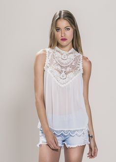 Blusa blanca escote encaje - Valentina Del Sur