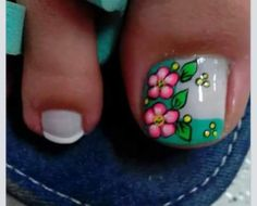 Cute flower nail art for big toe Cute Pedicure Designs, Toe Nail Designs, Cute Toe Nails, Pretty Nails, Summer Toe Designs, Feet Nail Design, Cute Pedicures, Feet Nails, Toenails