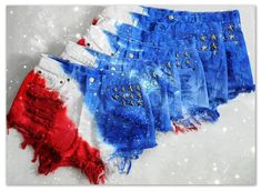 Diagonally dyed AMERICAN FLAG High or Low waisted shorts with star studs in pocket from queendenim on Etsy. T Shirt Designs, Star Fashion, Diy Fashion, Fourth Of July Crafts For Kids, American Flag Shorts, Diy Shorts, Blue Shorts, Tie Dye Crafts, How To Tie Dye