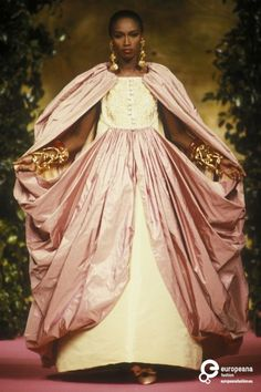 Christian Lacroix P/E 1990 Photo Etienne Tordoir. Black Supermodels, 1990s Supermodels, Style Oriental, Oriental Fashion, Christian Lacroix, Style Couture, Couture Fashion, Pink Fashion, Vintage Fashion