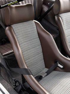Retro 911 interior on Pistonheads. Brown with houndstooth. Porsche Carrera Gt, Porsche 912, Porsche 911 Turbo, Car Seat Upholstery, Bespoke Cars, Singer Porsche, Inside Car, Classic Ford Broncos, Range Rover Classic