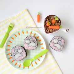 Bunny Sushi Art Roll from http://littlemissbento.com/2015/04/bunny-sushi-art-roll/