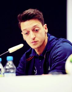 Ozil International Soccer, Football Pictures, Football Players, Real Madrid, Arsenal, Athletes, Hairstyles, Projects, Sports