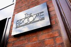 The Broome - Localizado ao lado das lojas, restaurantes e cafés mais celebrados do Soho, onde todos os funcionários irão cumprimentá-lo pelo nome, o recém inaugurado The Broome tem marca própria e promete virar point de quem busca uma pausa rara na excitante cidade.