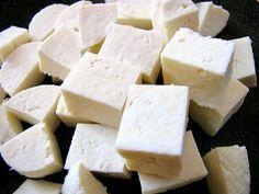 Panýr je domácí sýr vyrobený z mléka a srážecího činidla, kterým je citrónová šťáva nebo jogurt. Mléko svaříme...