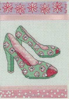 0 point de croix chaussures vert et rose - cross stitch green and pink shoes