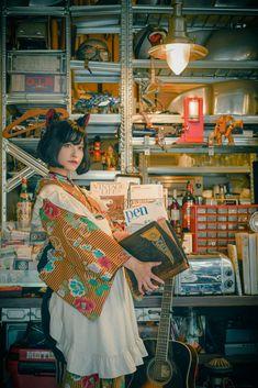 """つくもさんのツイート: """"御出でマセ 寫眞 @yasu42 #Cafe_de_Chatnoir… """" Japanese Kimono, Japanese Fashion, Japanese Girl, Human Poses Reference, Pose Reference Photo, Character Inspiration, Character Design, Art Poses, Tim Burton"""