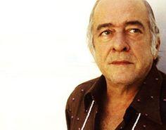 """""""Vinicius é o único poeta brasileiro que ousou viver sob o signo da paixão. Quer dizer, da poesia em estado natural"""" Drummond de Andrade"""