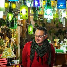 Nós entendemos o tempo de vida do vidro como resíduo sólido dando a ele novas e criativas possibilidades de reutilizá-lo seja em na escala de decoração utilidade doméstica ou projetos luminotécnicos que esbanjam personalidade Ecofriendly. E como o tempo é muito importante para nós e ao Meio Ambiente investimos em criatividade e inovação para o bem de todos. http://ift.tt/1MgLklX contato@casadovidrobonito.com.br (67) 3255-3987 #CasaDoVidro #Fábrica #Vidro #Reutilizado #Upcycling #Upcycle…