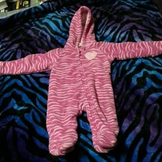 Heavy winter sleeper/snowsuit Toddlers heavy winter hooded sleeper/snowsuit with footies its pink zebra print size 6-9 months Faded Glory Other