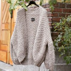 Discover thousands of images about Grey Kiro by Kim Long Sweater Coat, Long Sweaters, Knit Cardigan, Sweater Knitting Patterns, Hand Knitting, Kiro By Kim, Pink Shawl, Crochet Clothes, Knitwear