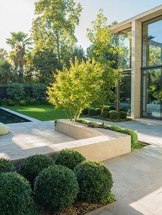 Casa da paisagista Josefina Passalacqua no Chile Chile, Terrace, Garden Design, Sidewalk, Landscape, Backyard Ideas, Gardening, Blog, Gardens