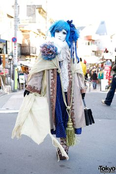 Shironuri Minori w/ Blue Hair, Lace, Stripes, & Oversized Tassel in Harajuku. Minori is a well-known Japanese shironuri artist who we often see around Harajuku. Japanese Streets, Japanese Street Fashion, Tokyo Fashion, Harajuku Fashion, Fashion News, Asian Street Style, Tokyo Street Style, Asian Style, Mode Harajuku