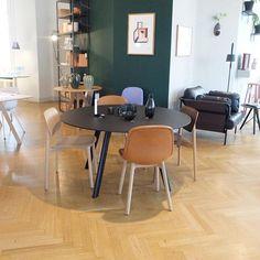 Inspirasjon fra HAY House København. Copenhague Table med Neu Chair i cognac skinn og Soft Edge Chair. #hay #haynorge #haydesign #softedge #neuchair