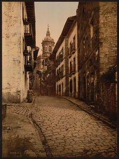 Title: [Calle Mayor, Fuenterrabía, Spain] Date Created/Published: [between ca. 1890 and ca. 1900]. Medium: 1 photomechanical print : photochrom, color. Reproduction Number: LC-DIG-ppmsc-06005 (digital file from original) Rights Advisory: No known restrictions on reproduction. Call Number: LOT 13426, no. 005 [item] [P] Repository: Library of Congress Prints and Photographs Division Washington, D.C. 20540 USA
