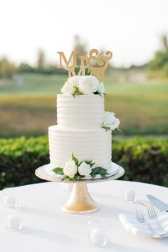 Wedding Cake Two Tier, Small Wedding Cakes, Wedding Cakes With Flowers, Elegant Wedding Cakes, Beautiful Wedding Cakes, Gorgeous Cakes, Wedding Cake Designs, Wedding Desserts, Floral Wedding Cakes
