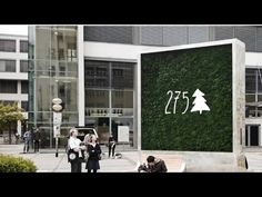 The CityTree by Green City Solutions is a pop-up moss wall capable of consuming as much air pollution in an urban environment as a small forest. Sustainable City, Sustainable Design, Sustainable Environment, Sustainable Architecture, Landscape Architecture, Plan Maestro, Micro Garden, Hongkong, Smart City