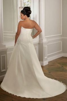 Robe de mariée de grande taille à A-ligne ruchée avec applique et bretelle