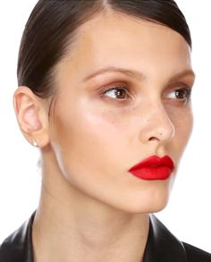This look was created by Charlotte Tilbury for Kate Moss on the French Vogue all-black themed cover, the September 2012 issue. Red Dress Makeup, Vogue Covers, Kate Moss, Charlotte Tilbury, Red Lips, Makeup Looks, Lipstick, Face, French