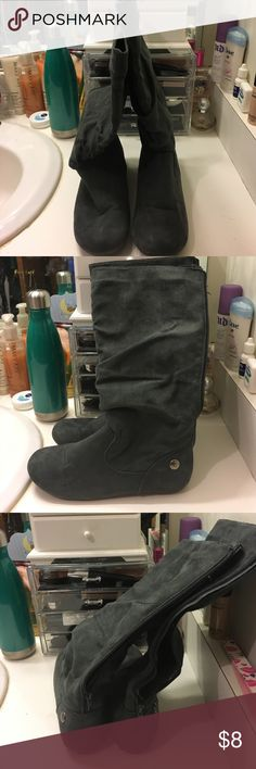 Gray suede flat boots Good used condition flat boots groove Shoes