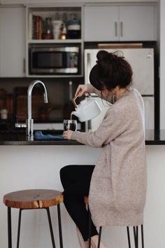 New Darlings – Cozy mornings with Pique Tea – J.Crew sweater New Darlings – Cozy mornings with Pique Tea – J. New Darlings, Jessica Day, Jolie Photo, Slow Living, Lazy Days, Coffee Time, Coffee Break, Coffee Club, Coffee Coffee