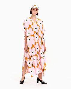 The Todellisuus kaftan dress carries the pink, orange and green Unikko pattern and it is made of viscose crepe. The dress has a loose fit, a V-neck and long side slits. Marimekko Dress, Normal Body, Most Beautiful Dresses, African Textiles, Long Toes, Beautiful Patterns, Everyday Look, Pink Dress, Dress Skirt