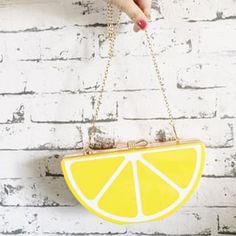 My new and funny bag  •  Minha bolsa nova e divertida  quem aí gosta/usa bolsas assim?
