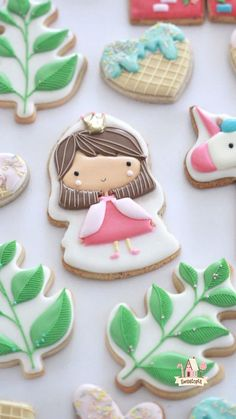 Just jumping right in and sharing these girly and whimsical princess and unicorn decorated cookies. Frozen Cookies, Iced Cookies, Cute Cookies, Cookies Et Biscuits, Baby Cookies, Kawaii Cookies, Iced Biscuits, Christmas Sugar Cookies, Easter Cookies