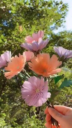 Handmade Flowers, Diy Flowers, Flower Diy, Diy Paper, Paper Art, Crepe Paper Crafts, Tissue Paper Flowers, Paper Flower Backdrop Wedding, Flower Paper