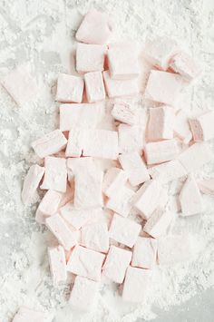 Homemade peppermint marshmallows//