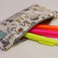 Make your own pencil pouch with this simple tutorial
